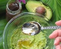 Почему эффективны маски из авокадо