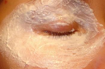 эта маска поможет избавится от мешков под глазами