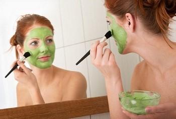 петрушка отлично подходит для маски