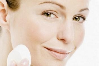 Красные пятна на лице: как убрать?