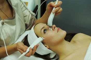 Чистка лица ультразвуком: сущность процедуры