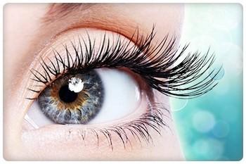 Касторовое масло для лица улучшает состояние кожи вокруг глаз