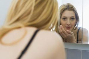 Мелкая сыпь на лице: что делать?