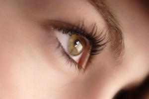 Укроп для лица ухаживает за кожей вокруг глаз