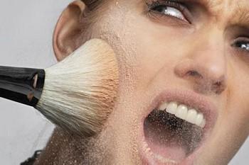 Демодекоз лица: декоративная косметика — одна из причин заболевания