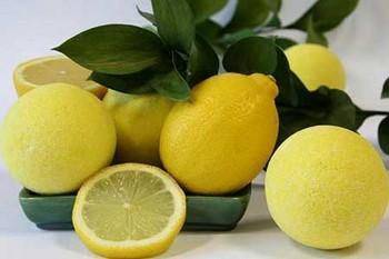 Как осветлить кожу лица с помощью лимона