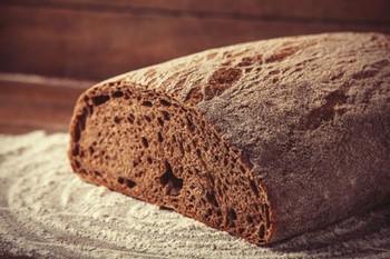 Маска для волос из черного хлеба: рецепты для роста и от выпадения локонов