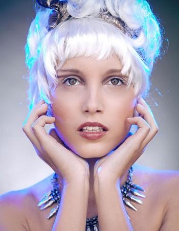 Как убрать желтизну с волос народными методами