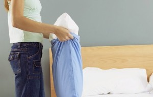 Можно ли почистить подушку дома?
